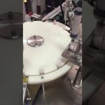аутоматска машина за пуњење и затварање лосиона за мале боце